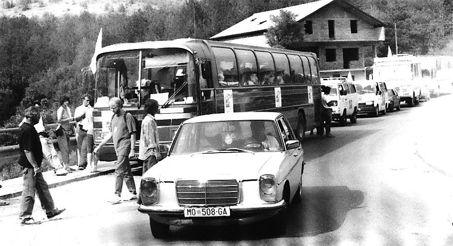 Massimo Gramellini durante uno dei tanti posti di blocco lungo la strada per Mostar